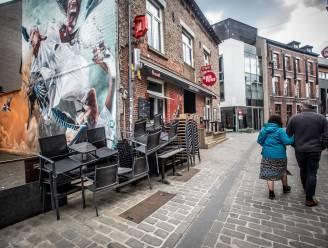 """Politie zet drie extra ploegen in tijdens terrasheropening in Hasselt: """"Om plakkers na sluitingsuur tóch huiswaarts te sturen"""""""