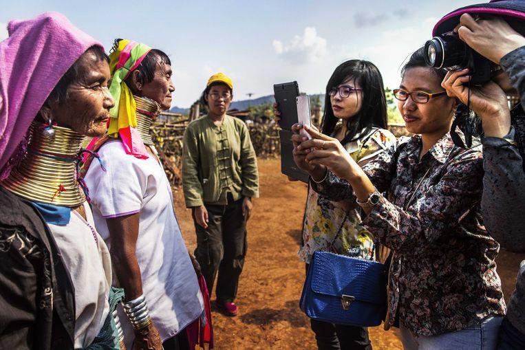 Touroperators uit Yangon ontdekken hun eigen land. Beeld Aurélie Geurts