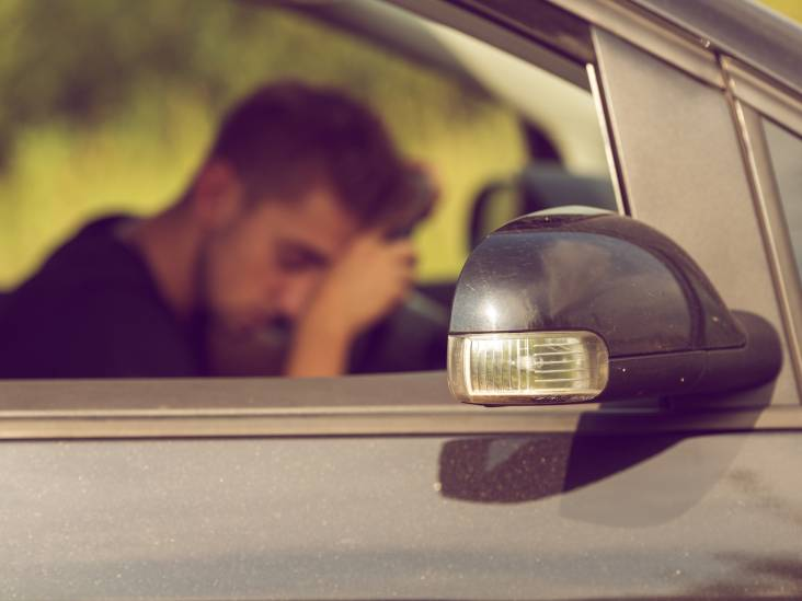 Man rijdt onder invloed van drugs zwalkend over A58 bij Bergen op Zoom