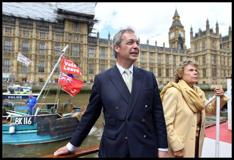 Nigel Farage en zijn brexiteers zouden gebruikgemaakt hebben van de diensten van bedrijven die data aan propaganda koppelen. Beeld Photo News