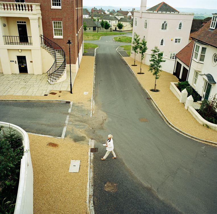 In Poundbury ontbreken de verkeersborden. Hier gaat men te voet. Beeld Corbis via Getty Images