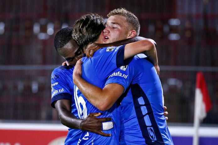 Vreugde bij Helmond Sport toen Jeroen Verkennis de gelijkmaker scoorde.