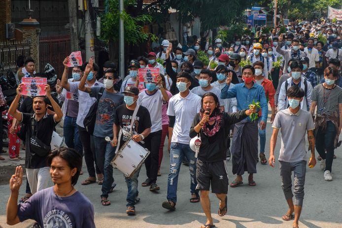 Demonstratie in Mandalay tegen de militaire junta.