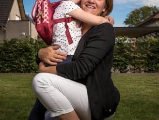 """Sofie (5) én haar mama gaan terug naar school, ondanks strijd tegen kanker: """"Het was niet allemaal kommer en kwel"""""""
