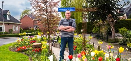 Het parkje Hof van de Köster in Neede is één bloemenzee, dankzij Gerard: 'Hoeveel me dit kostte? Dat maakt me niet uit!'
