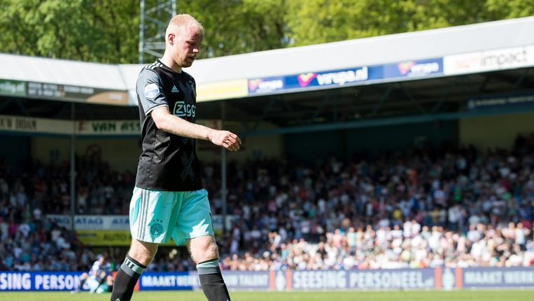 Ajax-aanvoerder Davy Klaassen druipt af na het verlies van zondagmiddag in Doetinchem Beeld Pro Shots