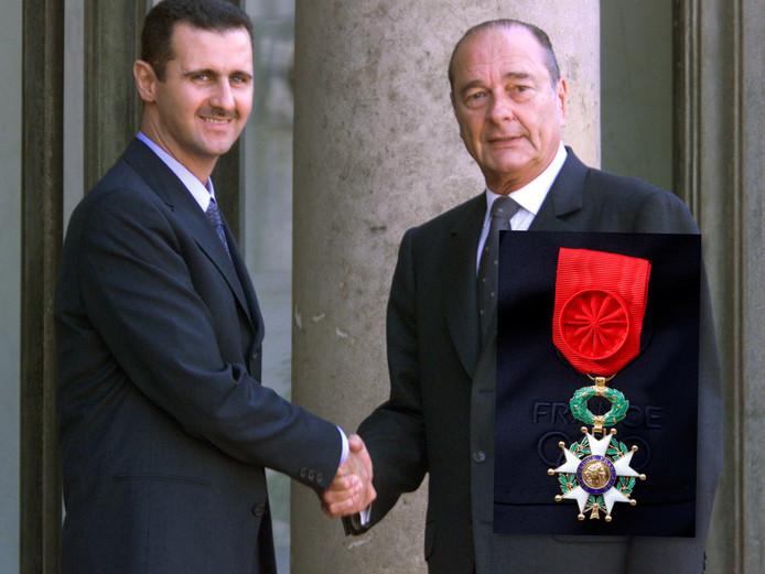 Syrische dictator Bashir Assad met de toenmalige Franse president Chirac die hem in 2001 het 'Legioen van Eer' toekende.