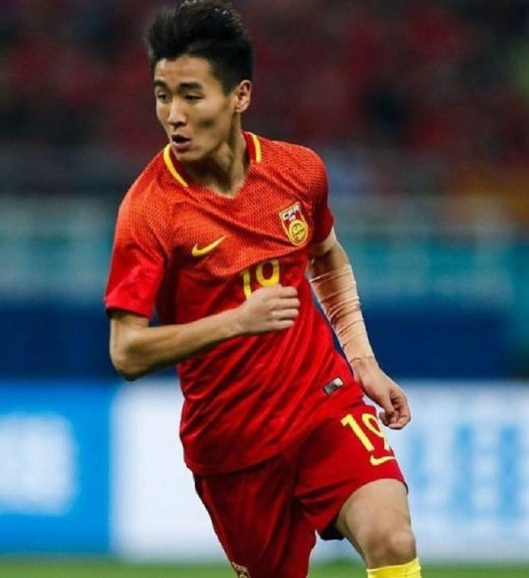 Wei Shihao moest tegen Wales zijn tattoo op de linkerarm bedekken.