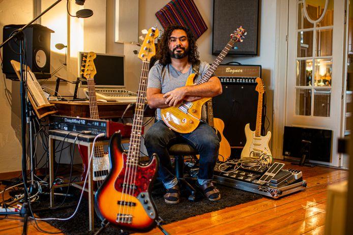 Gitaarbouwer José Chacón Fagiani startte eigen bedrijfje Fagiani Guitar Repair Shop op tijdens de lockdown.