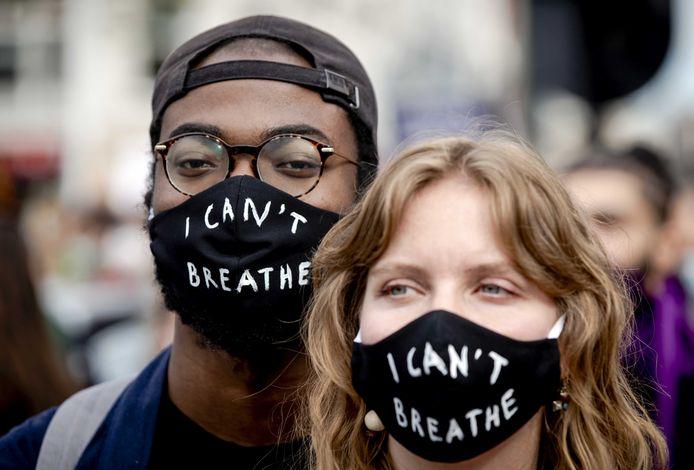 Demonstranten tijdens het protest op de Dam.
