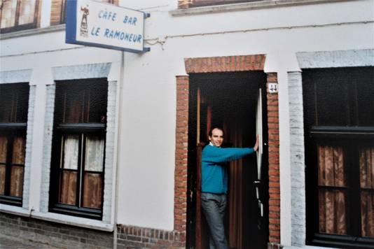 Lex in de deuropening van zijn café aan de Noord-Koninginnewal in Helmond.