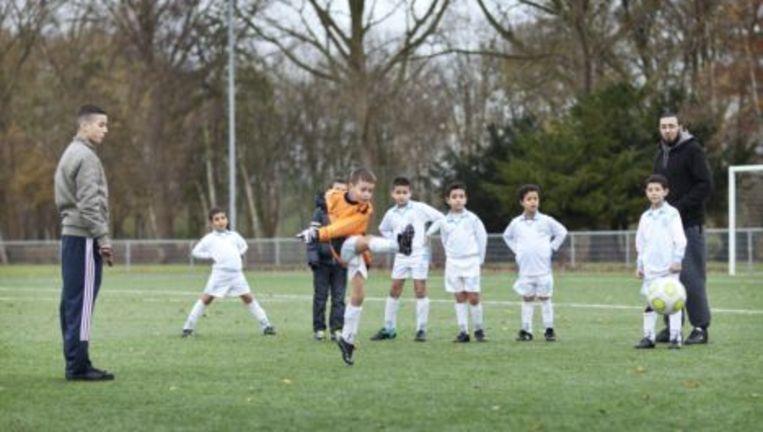 S.V. Nieuw-West / Marokkaanse voetbalclub (voormalig Sporting Maroc) op sportpark de Eendracht in Amsterdam Geuzenveld. Foto Marc Driessen Beeld
