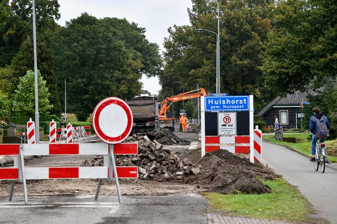 In samenspraak met de bewoners broedt de gemeente Nunspeet op maatregelen die moeten bijdragen de chaos en verwarring te verminderen tijdens de wegwerkzaamheden aan de Harderwijkerweg. Fietsers moeten een veiligere doorgang krijgen.