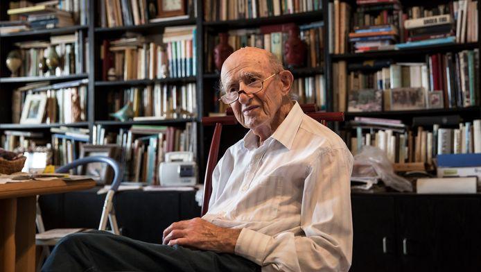 Joseph Harmatz in zijn appartement in Tel Aviv, Israël. Harmatz leidde de groep die na de oorlog probeerde om duizenden nazi's te vergiftigen.
