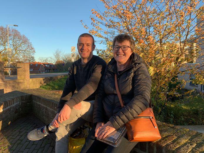 Sebas (29) met zijn moeder Sandra Raadschelders in Leerdam, de nieuwe woonplaats van Sebas die zijn huis in Vinkeveen heeft verkocht.