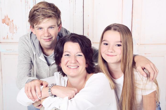 Claudia Horsthuis met haar kinderen