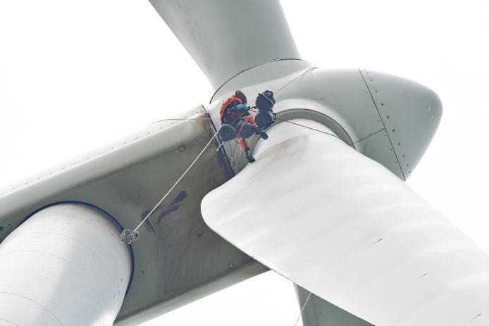 Spectaculair vinden de mannen van Deutsche Windtecnhiek hun werk niet, de foto's ervan wel. 'Zo vaak zien die niet'.
