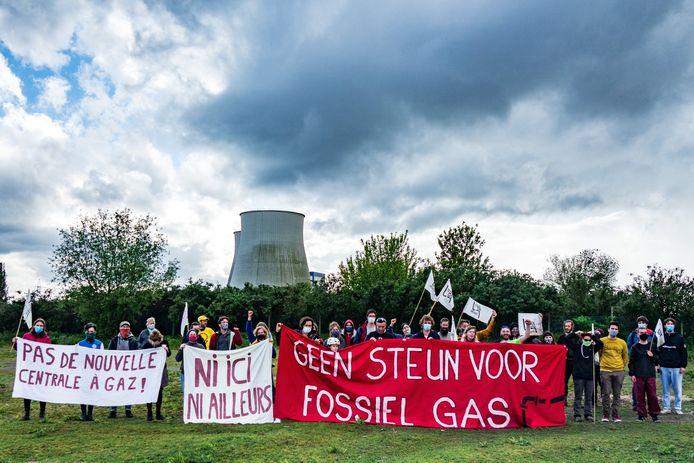 Tegengas fietst België rond en doet bouwgronden voor gascentrales aan. Ze deden ook een tussenstop in Vilvoorde.