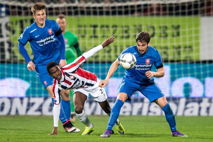 Asumah Abubakar in actie voor Willem II. Tegen KV Mechelen was hij basisspeler.