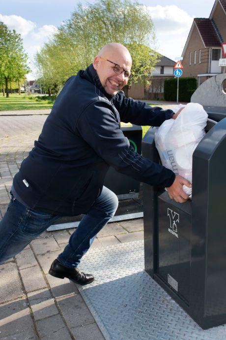 Proppen met je volle vuilniszak: Koop andere zakken of stop ze minder vol, adviseert Avri