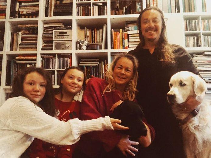 Greta met haar zus en ouders.