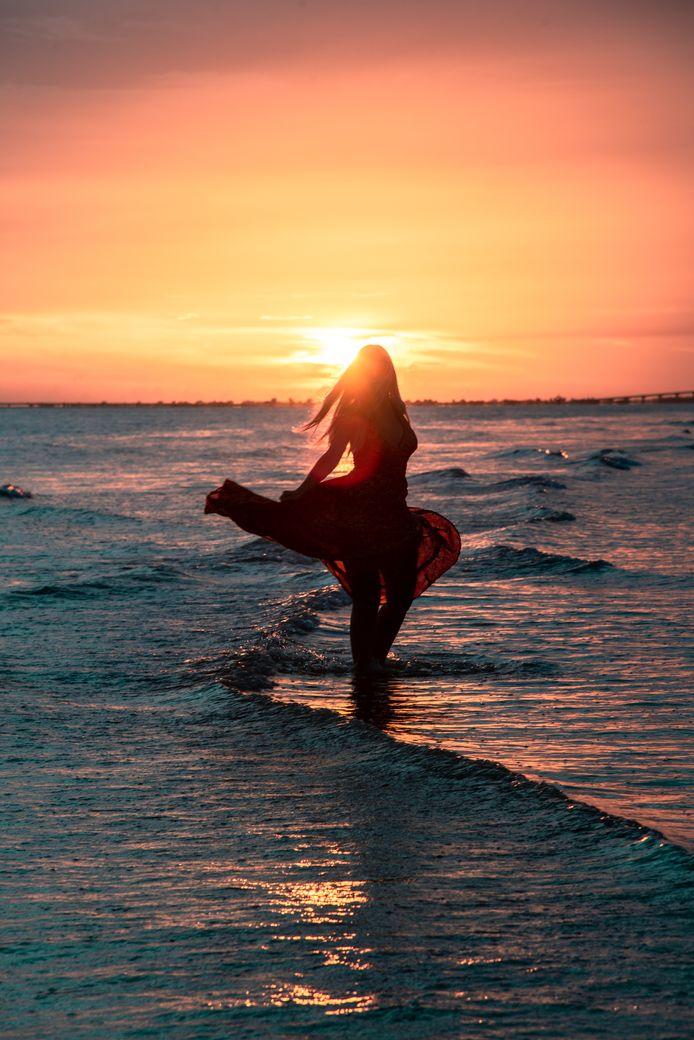 """""""Lors d'un coucher de soleil, placez-vous en partie devant la photo."""""""
