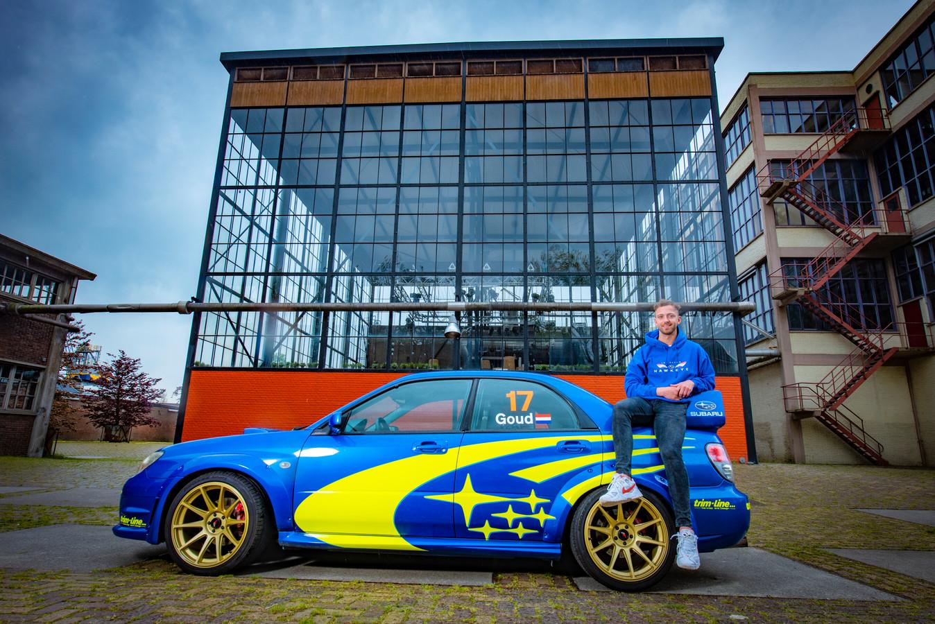 Lennart Goud met zijn Subaru Impreza.