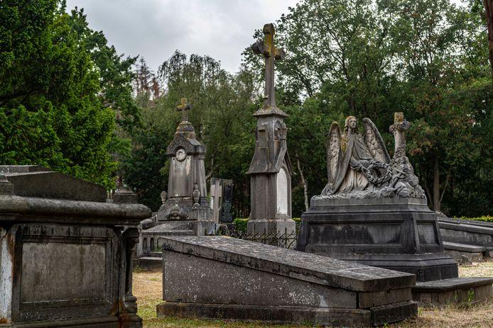 20200630 - BERGEN OP ZOOM - Pix4Profs/Tonny Presser - monumentale graven op de R.K. begraafplaats