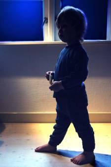 Dieven stuiten 's nachts op jongetje (4), 'brengen' hem naar huis en nemen pinpassen en auto mee