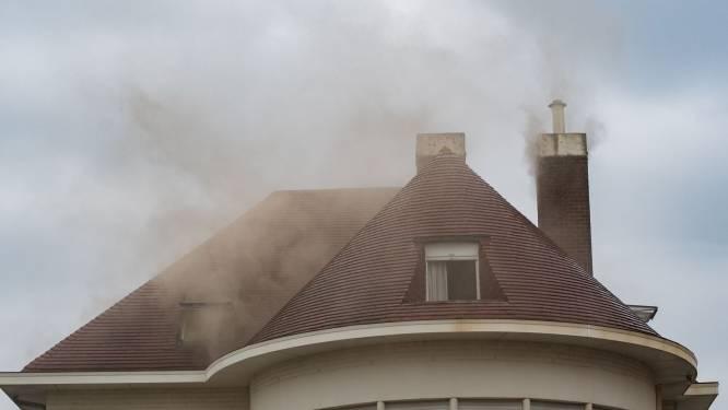 Brand en hevige rookontwikkeling in vakantiewoning: 15 aanwezigen brengen zichzelf in veiligheid