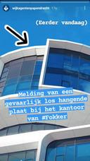 Wijkagenten Papendrecht berichtten woensdag op social media over de loshangende plaat.