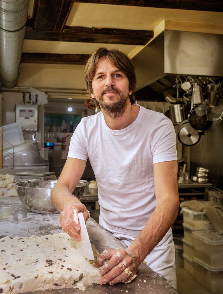 'Croissantjes moeten vooral niet glad en homogeen zijn, dan smaken ze naar fabriek.' Beeld Patrick Post