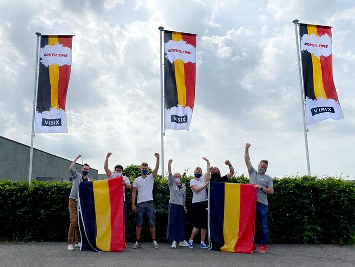 Bij Visix in Lokeren verkopen de Belgische vlaggen als zoete broodjes.