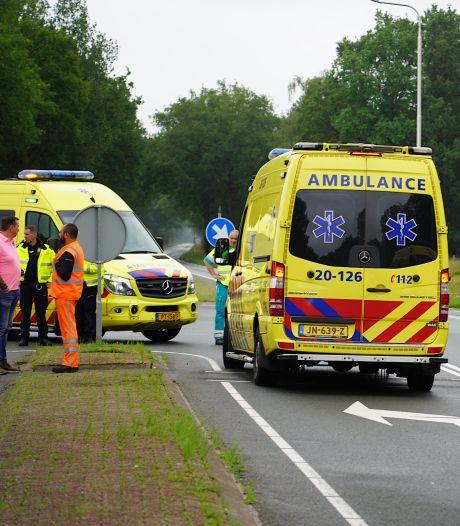 Motorrijder en fietser zwaargewond bij botsing in Brabant, traumahelikopter geland