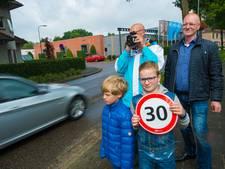 Bewoners Ugchelen houden snelheidsmeting voor veilige buurt