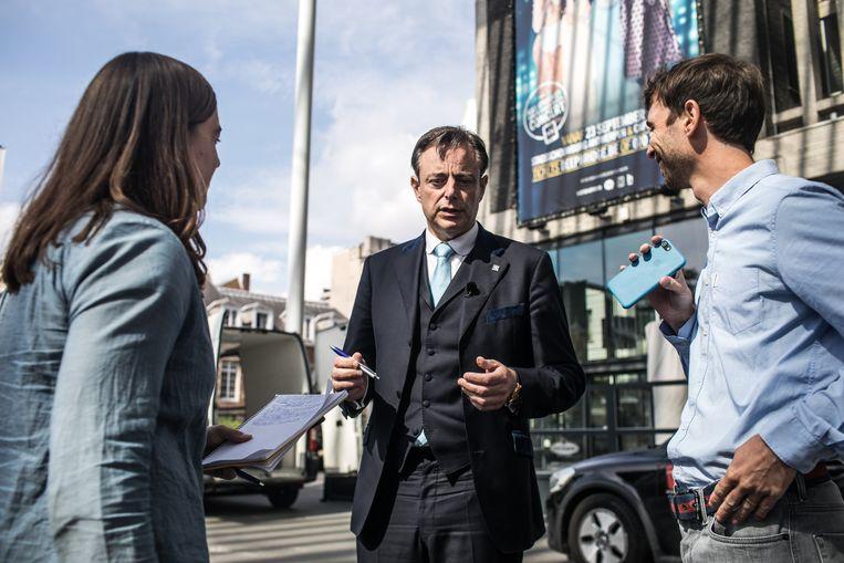 Bart De Wever was de eerste lijsttrekker op bezoek op onze stadsredactie.  Beeld Bas Bogaerts