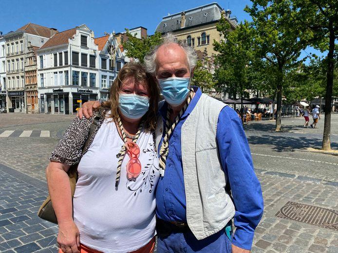 Echte Gentenaars zoals Annemarie Van Hoorde en Peter Vertriest lopen rond met een strop.