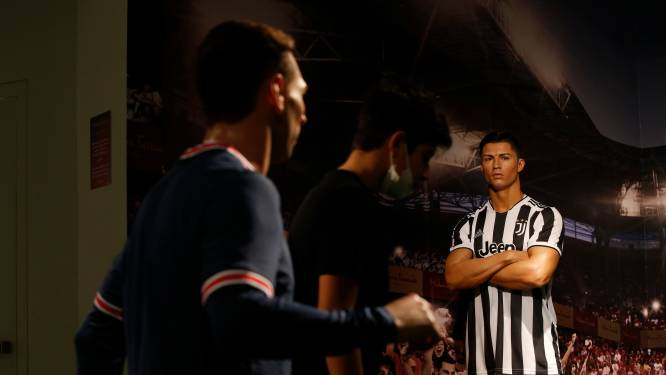 Ronaldo draagt verkeerde shirt in Madame Tussauds van Dubai