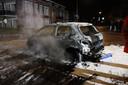 Ook afgelopen weekeinde was het weer raak in Veen en ging een autowrak in vlammen op.