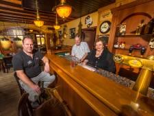 Dubbel jubileum voor 'Ted en Marie' van dorpscafé in Langeveen: 'Gasten met een borreltje te veel op bracht ik naar huis'