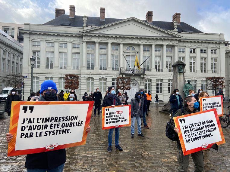Comac, de studentenvereniging van de PVDA, voert actie voor meer perspectief in Brussel. Beeld BELGA