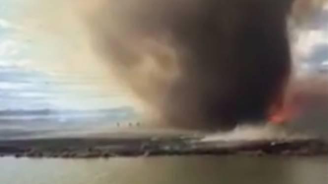 Brandweer op de vlucht voor metershoge 'vuurtornado'