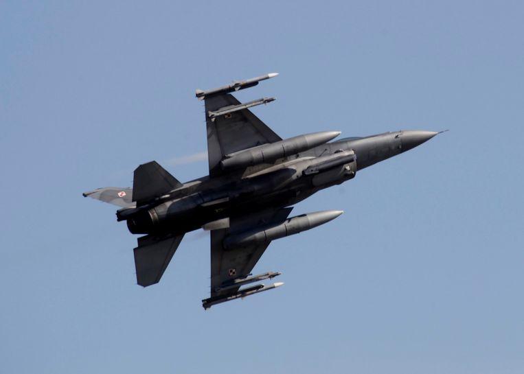 Een Poolse F-16 bij een bewakingsvlucht langs de grens. Beeld EPA