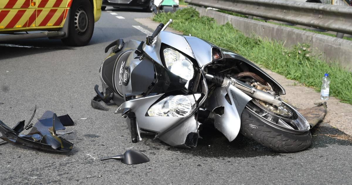 Motorrijder en kind dat achterop zat gewond bij ongeluk bij Poederoijen.