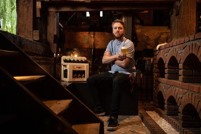 Roland Hurkmans begint een gelegenheid voor de verkoop van (eigen) bieren en eenvoudige hapjes, Proeflokaal 01.