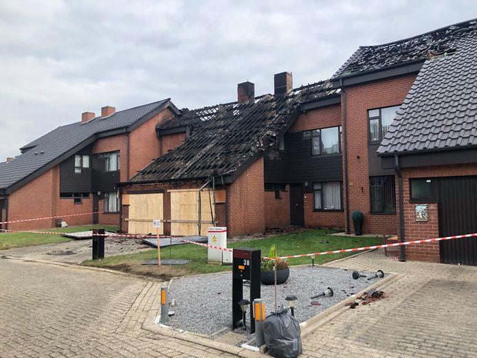 Liefst vijf woningen werden getroffen door de brand.