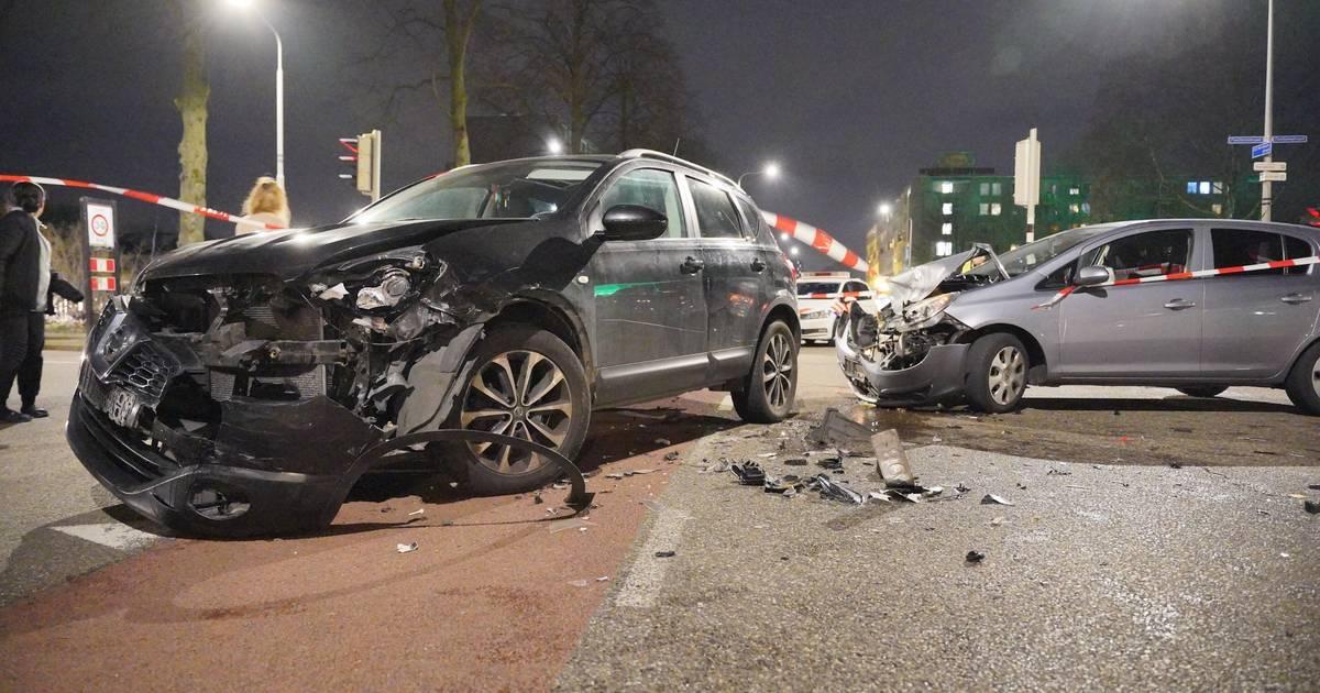 Drie kinderen en volwassene gewond naar het ziekenhuis na botsing in Nijmegen.