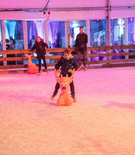 Na drie jaar weer ijsbaan in Helmond: grotere ijsvloer, schaatsers beter zichtbaar en verder van winkels af