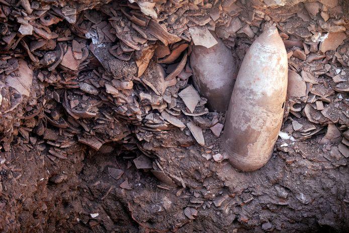 Scherven van de gevonden kruiken.