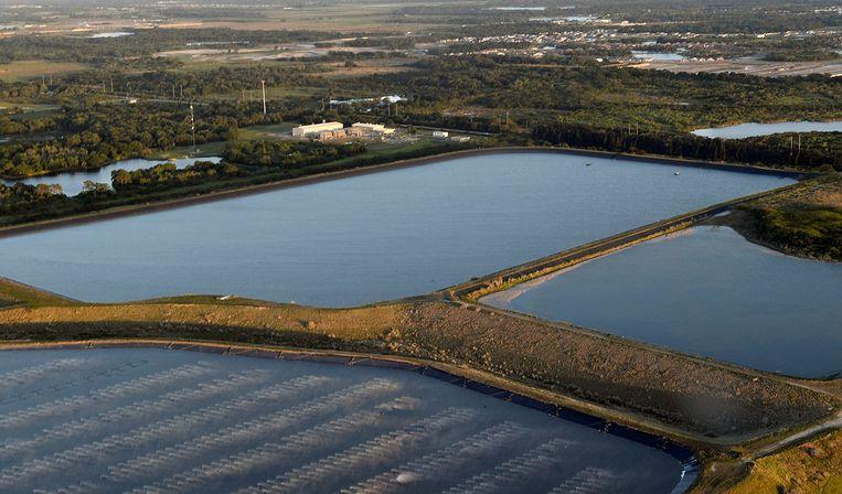 Het reservoir met giftig afvalwater. Beeld AP